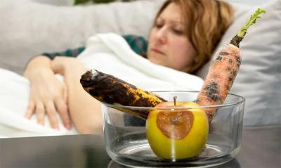 Отравление несвежей пищей